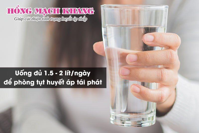Cách chữa tụt huyết áp bằng uống nhiều nước